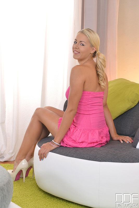 DDF 'Cute And Towering' starring Christen (Photo 1)