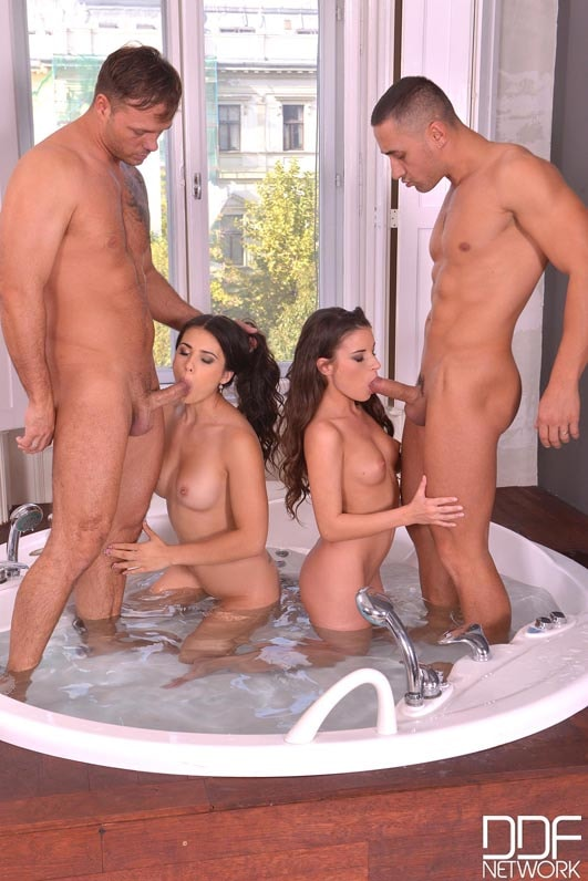 DDF 'Tool In The Tub' starring Anita Berlusconi (Photo 6)