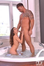 Anita Berlusconi - Tool In The Tub (Thumb 01)