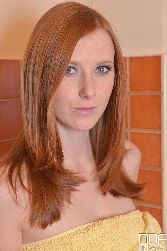 DDF 'Newbie In The Nude' starring Linda Sweet (Photo 1)