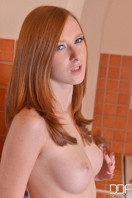 DDF 'Newbie In The Nude' starring Linda Sweet (Photo 3)