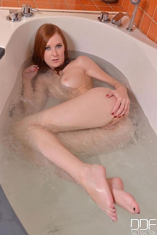 DDF 'Newbie In The Nude' starring Linda Sweet (Photo 12)