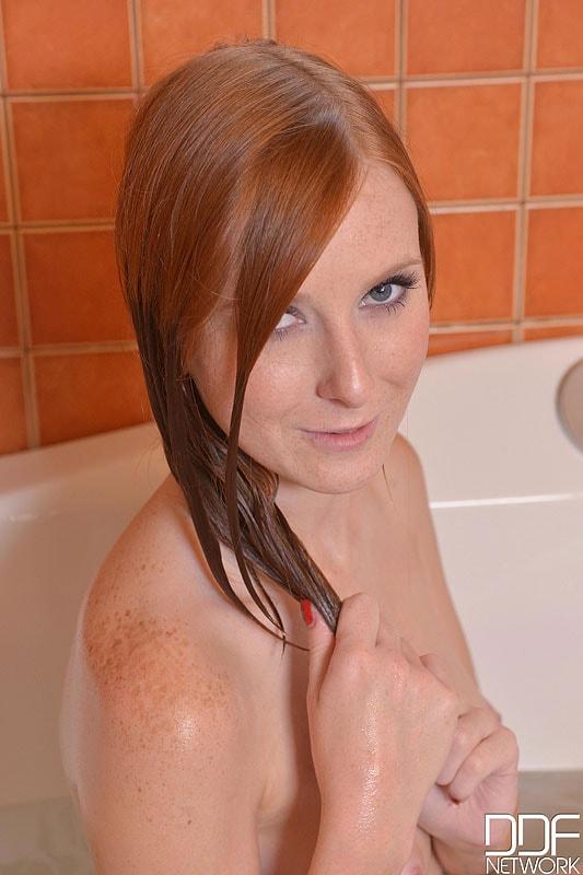 DDF 'Newbie In The Nude' starring Linda Sweet (Photo 13)