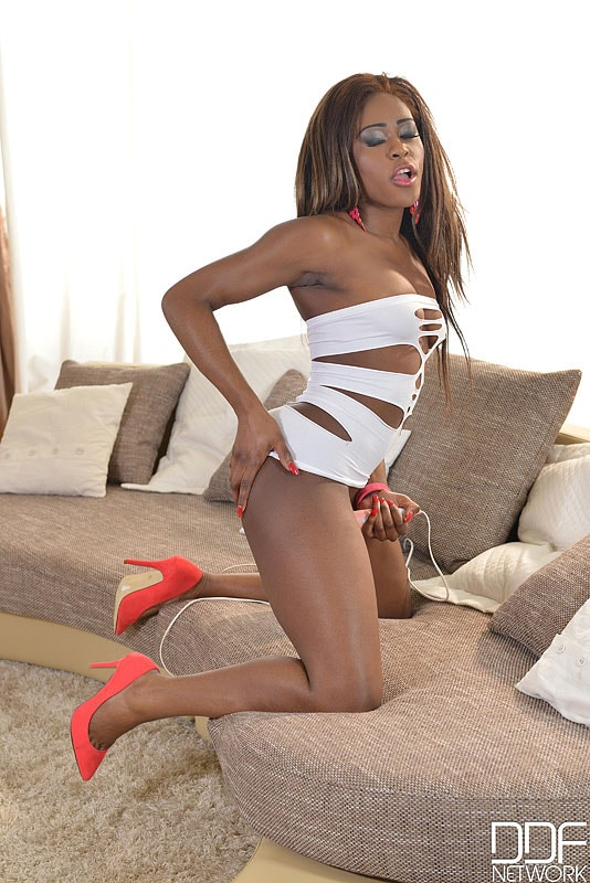 DDF 'Luscious On The Couch' starring Maria Ryder (photo 8)